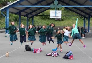 news-playground-girls-jumping
